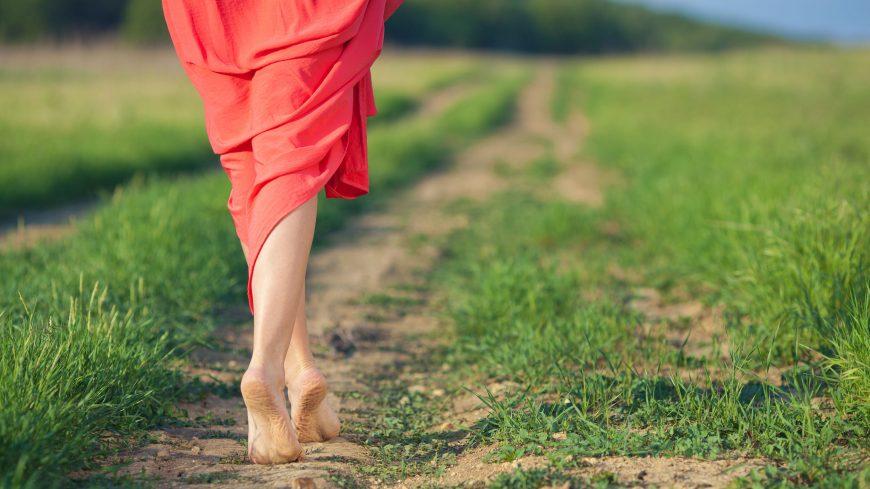 camminare_piedi_scalzi